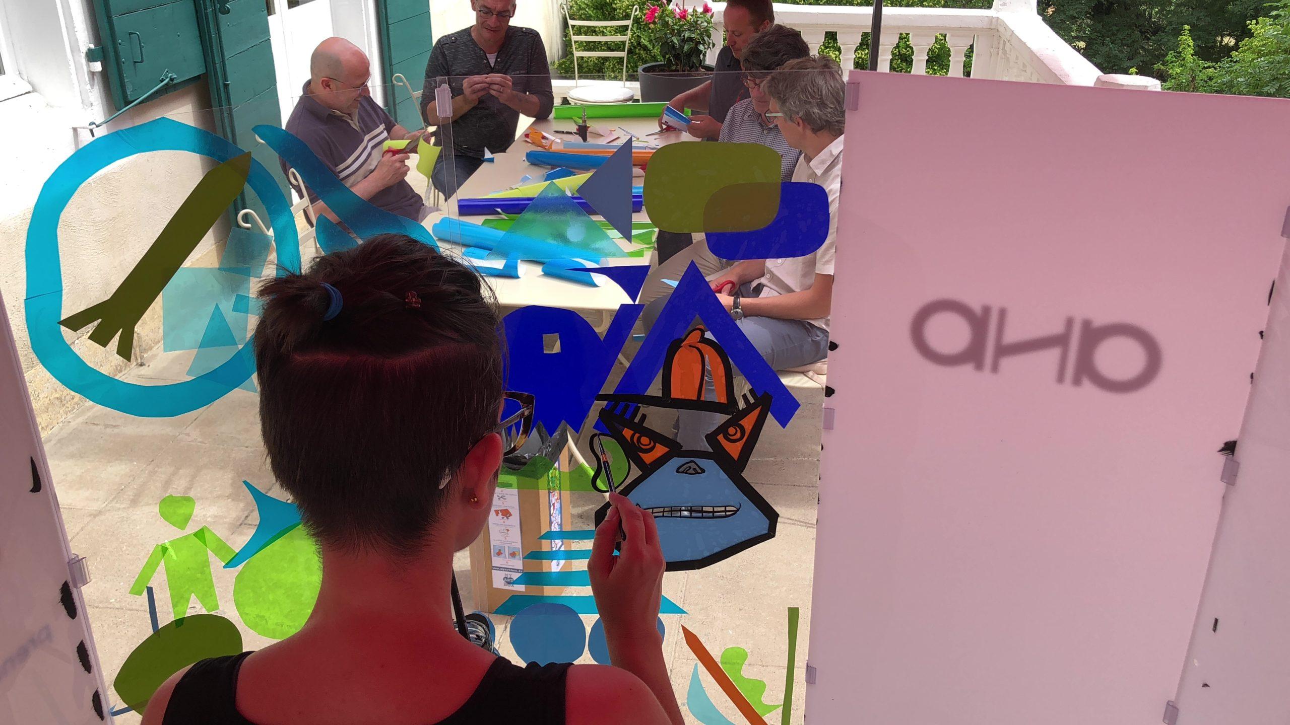 Animation Cohésion ana artiste en team building dans un film d'anthropologie visuelle en entreprise en France