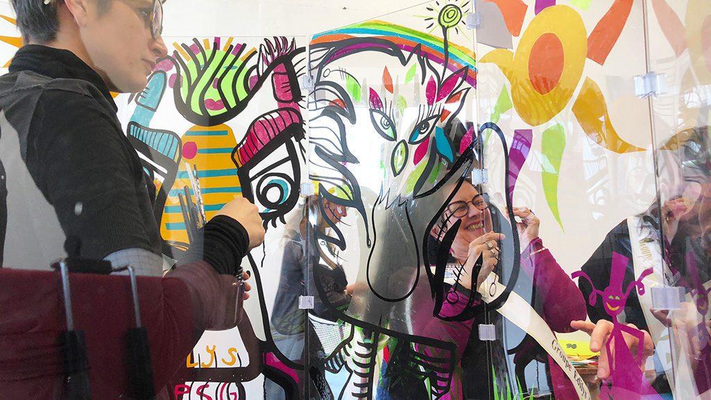 animation graff en entreprise lors d'un serious play fresque géante