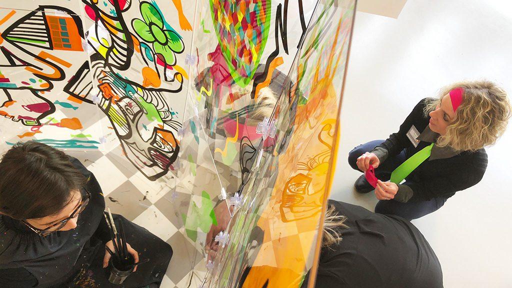 fresque participative serious play aNa sur plexi transparent lexan