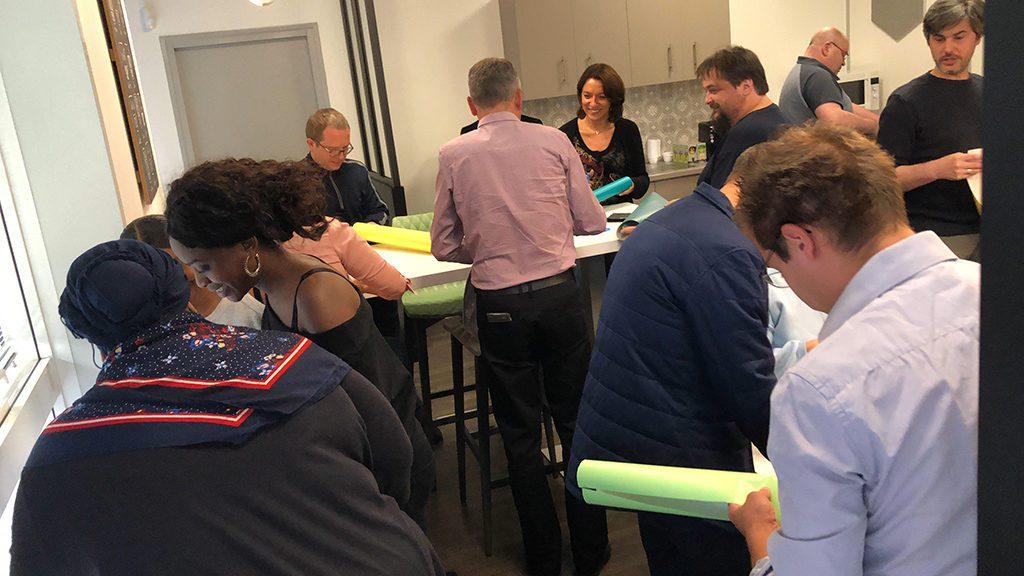 Réunion créative en salle de créativité en entreprise à Lyon