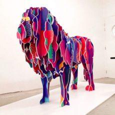 vue de face d'une sculpture Lion décoré pour team building sculpture sur toute la France par myartbox