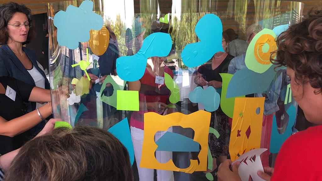 team building tube totem plexi art salon préventica
