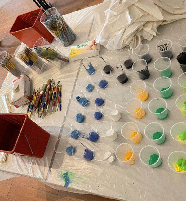 Préparation du kit peinture pour l'atelier puzzle