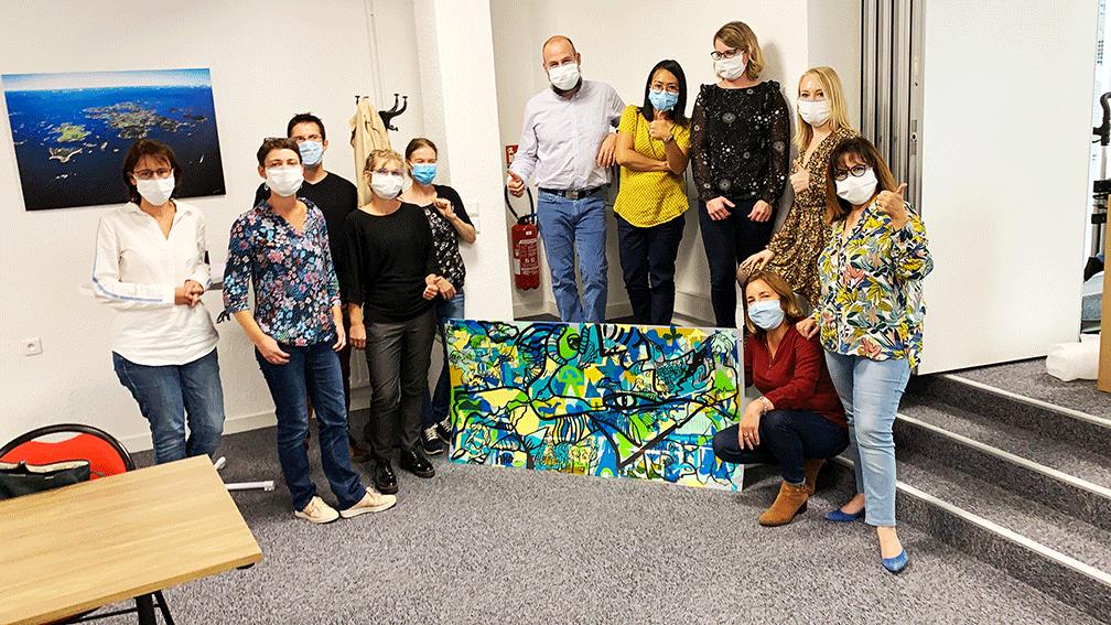 Chaque Team Building Post-Covid 19 produit une œuvre souvenir collective à exposer pour renforcer l'esprit d'équipe de ses collaborateurs.