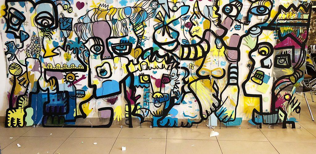 Grande fresque colorées d'art contextuel sur plexi transparent géant